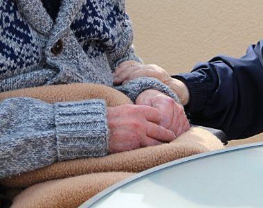 Senior: comment choisir une téléassistance adéquate?